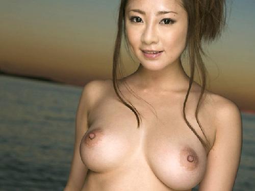 【美乳画像】いい感じに熟した美女の美乳!…垂れ美乳も楽しみですね!