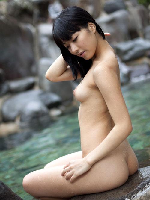 露天風呂でのんびりおっぱい三昧