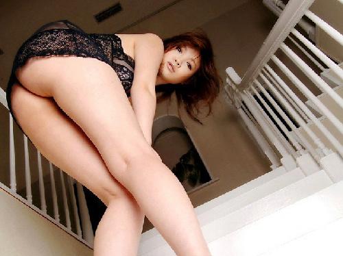 【エロ画像】ヤリたそ~な表情で巨乳輪おっぱい晒す欲情ムンムン美女