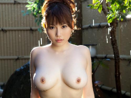 【画像】パンスト美脚でSEXYに下半身を魅せる巨乳おっぱい美女