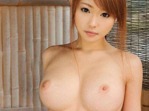 【画像】イヤらし過ぎる曲線くびれ持つ巨乳おっぱい女子大生