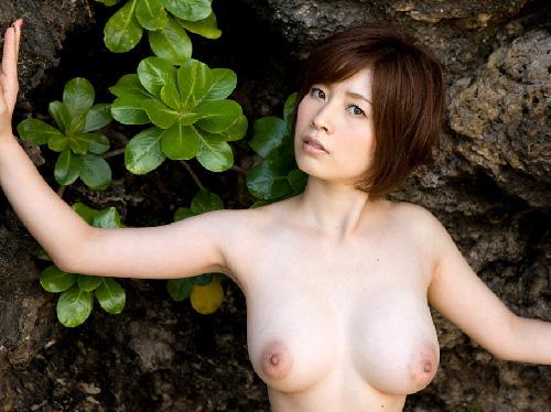 【美乳画像】色っぽいお姉様の巨美乳!…恥ずかしいほどスケベな身体ですね!