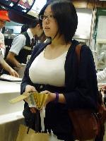 ちょいブサ巨乳の女