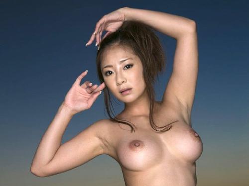 【画像】ハリのある巨乳おっぱい輝く裸体が大人の雰囲気を演出する美女
