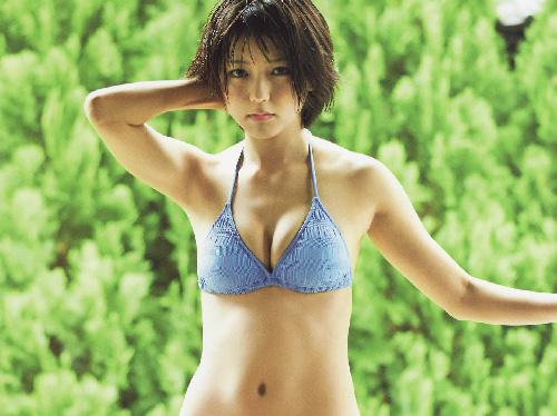 いつの間にか22歳になってエロスを出してきた真野恵里菜のグラビア画像×33