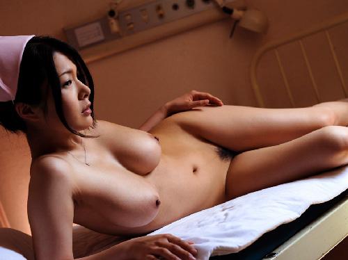 【美乳画像】極上オッパイでナースな美女!…そこそこの病なら治りそうですね!