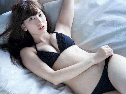 小嶋陽菜がまたエロおっぱい晒してる