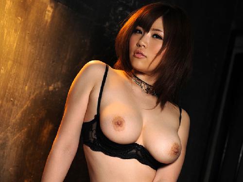 【画像】ぷるるん巨乳おっぱい見せつけるSEXYガーターベルト痴女