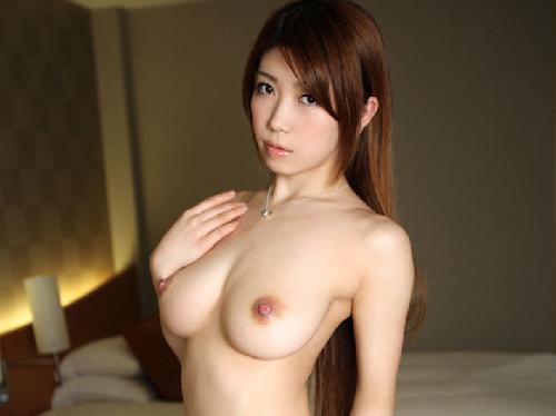 【画像】フェロモン爆発な美人お姉さんが美しき裸体おっぱい披露し生ハメ