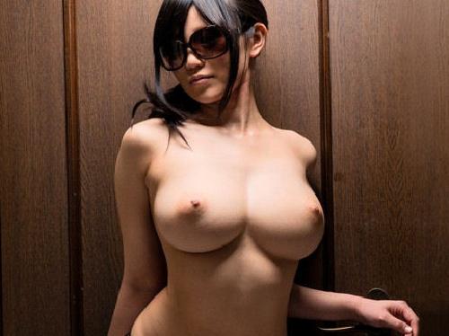 【画像】フジ子ちゃんボディーを連想させる美巨乳おっぱい&くびれ美女