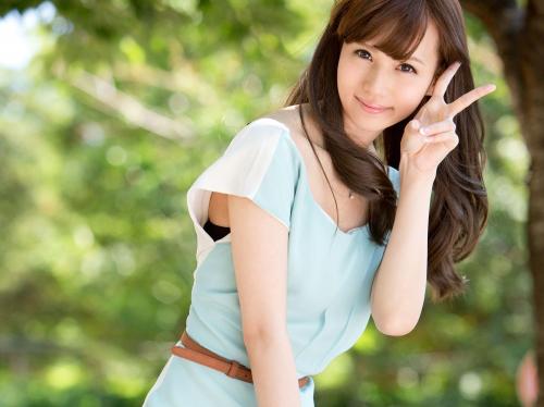 【三次】モデル系美少女の橋本涼ちゃんが素人男達のオチンポをペロペロしちゃうエロ画像