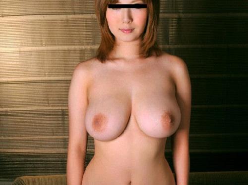 【画像】ナンパして見つけた素人オンナの卑猥な身体おっぱい凄すぎっ!