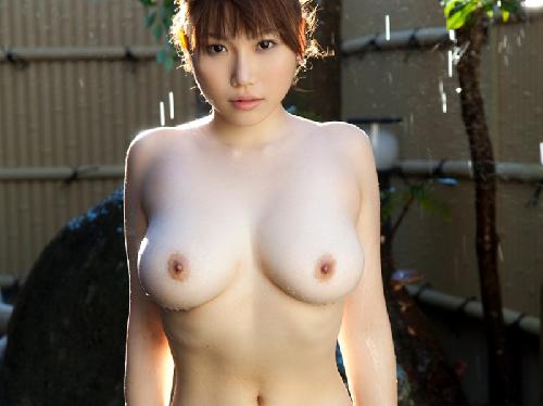 【画像】スレンダー裸体でもバストウエストラインがとっても卑猥おっぱい女