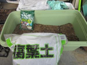 ブログ用、腐葉土と肥料