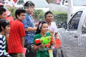 この記事「タイ・プーケット水掛け祭り2013」の写真 (370-001)
