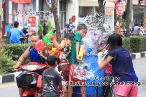 この記事「タイ・プーケット水掛け祭り2013」の写真 (370-010)