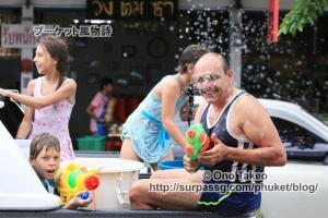 この記事「タイ・プーケット水掛け祭り2013」の写真 (370-025)