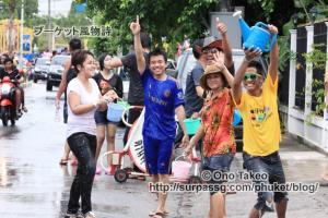 この記事「タイ・プーケット水掛け祭り2013」の写真 (370-226)