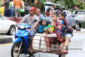 この記事「タイ・プーケット水掛け祭り2013」の写真 (370-228)