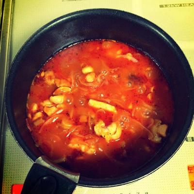 鶏とトマトの煮込みスープ