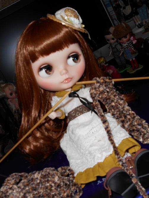 1 ミシャのマフラーを編むナナちゃん