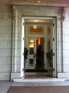 英国大使館の玄関