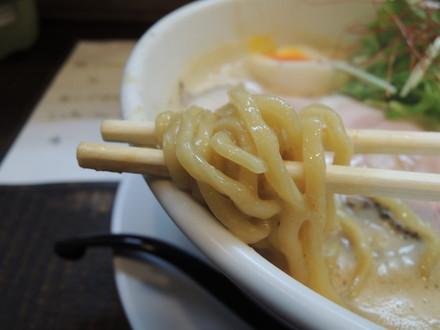 豚CHIKIみそラーメンの麺