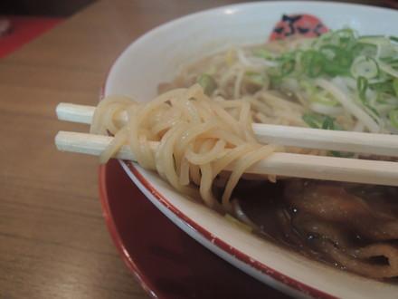 徳島ラーメンバラ肉(並)の麺