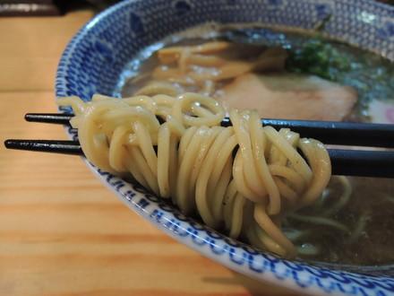 醤油らーめんの麺