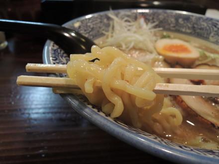 和風とんこつの麺