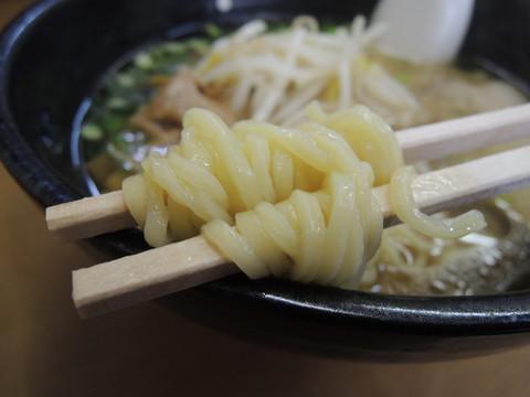 しょうゆラーメンの麺