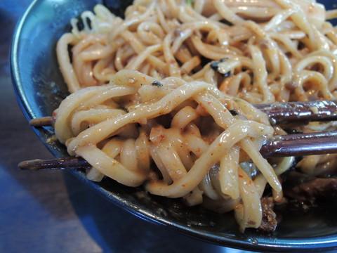 「まぜそば+生姜トリプル+大盛+チャーシュー+台湾ミンチ」の麺