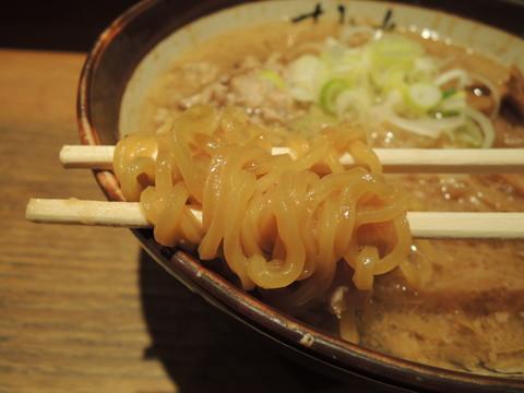 味噌ラーメンの麺