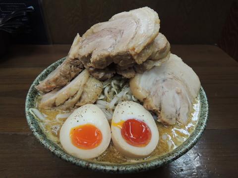 みそじらぁめん(950円)+チャーシュー6枚(600円)