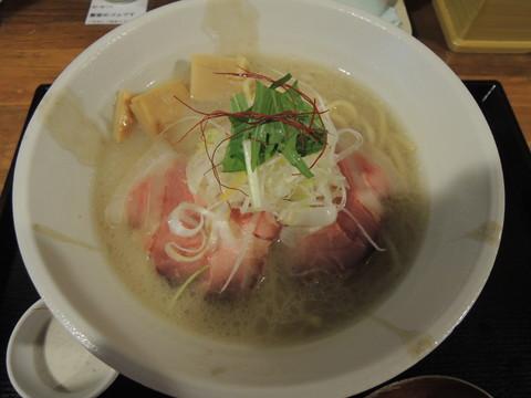 蟹白湯ラーメン ~蟹味噌ムースを添えて~(中盛)(900円)