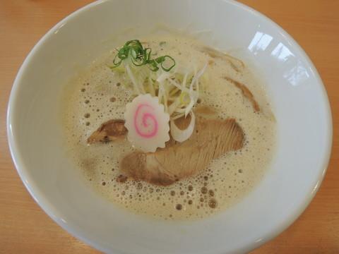 鶏豚骨ラーメン(700円)