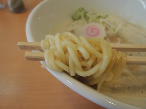 鶏豚骨ラーメンの麺