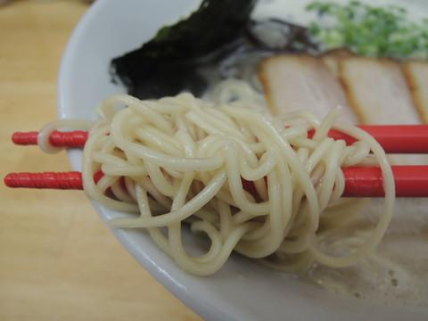 黒豚らーめんの麺