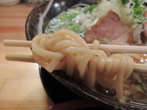 紀州鴨と煮干の醤油らーめんの麺