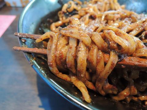 まぜそばチョモランマプラス2(黒)の麺