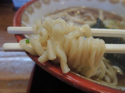 Wチャーシュー(炭2・真2入)(醤油味)の麺