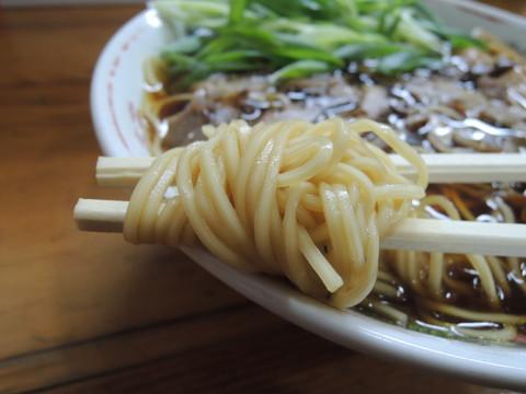 笠岡ラーメン(並)の麺