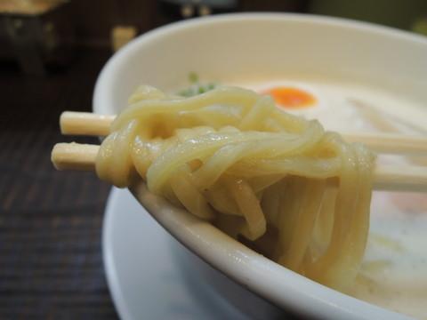 豚CHIKIしおラーメンの麺