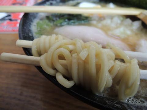 豚骨ラーメン(醤油)の麺