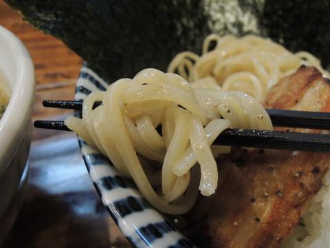 濃厚魚介鶏白湯つけ麺 小(220g)の麺