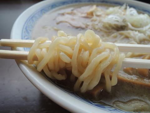 鬼にぼし(中)の麺