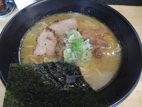 鶏白湯ラーメン(600円)