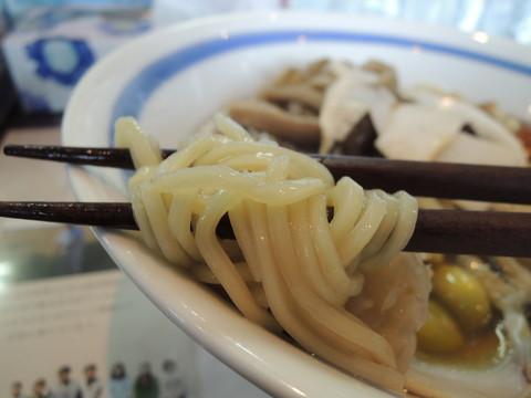 特製秋薫る正油らぁ麺の麺