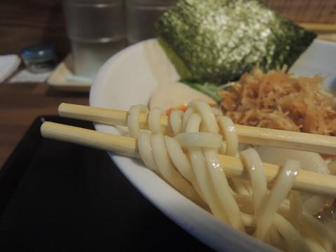 地鶏と帆立の塩らーめん(中盛)の麺