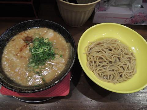 イベリコ豚バラチャーシュー入り麦味噌の味噌つけ麺(1365円)